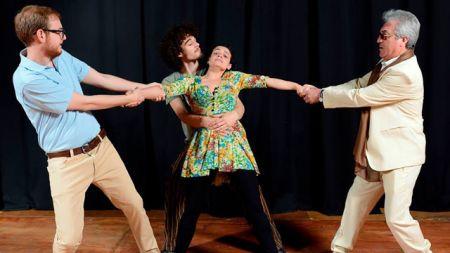 La puesta del grupo crespense, dirigida por Dalmaroni, fue bien recibida en Buenos Aires.